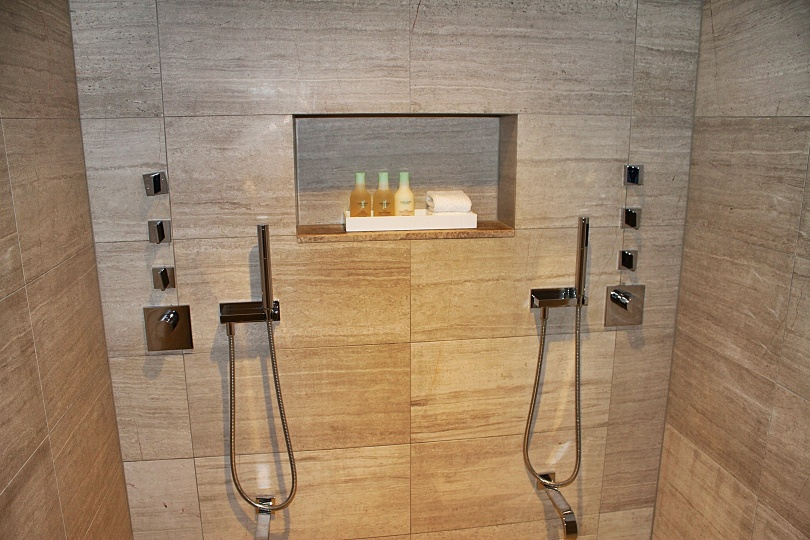 Dual shower with gushing water from the ceiling and separate foot spigots