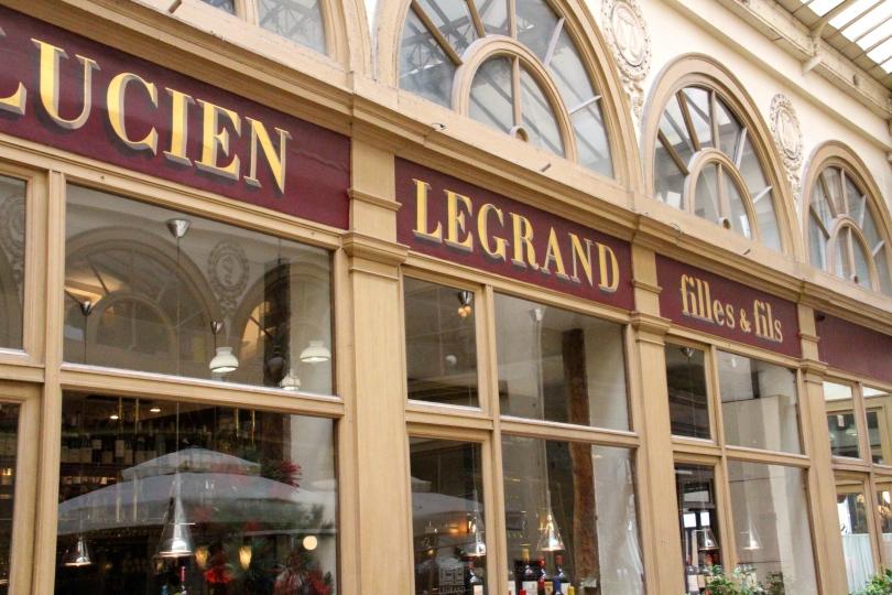 Kongo's new favorite wine shop in Paris.