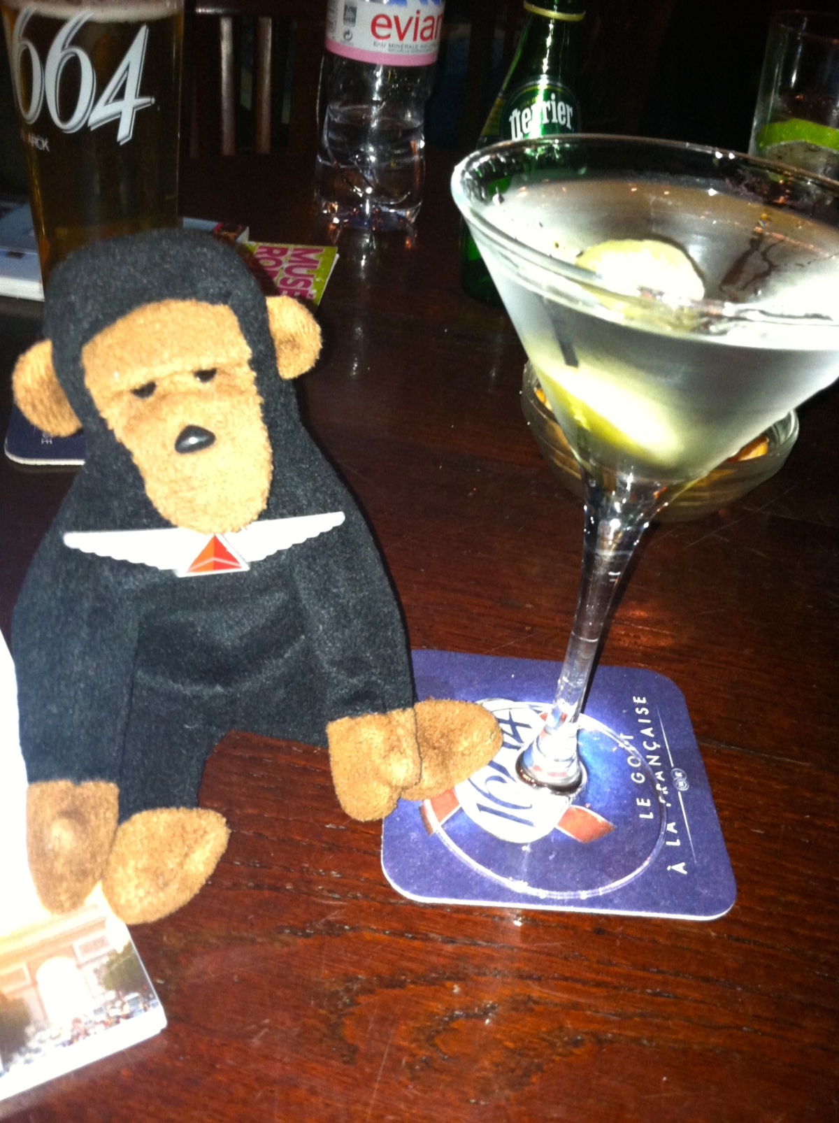 Kongo relaxes with a few (several actually) martinis at Harry's Bar.