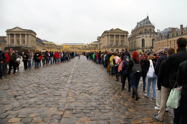 The line to get in.  It took Kongo an hour to make it through security and get inside the chateau,