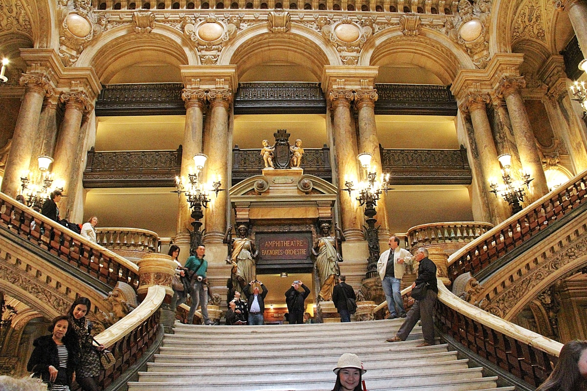 The Grand Staircase.  Phantom aficionados will remember the famous Masquerade scene that begins the second act.  Remember the strange little monkey in the play with the music box where he cranks out the melody of Masquerade?  This is Kongo's turf!