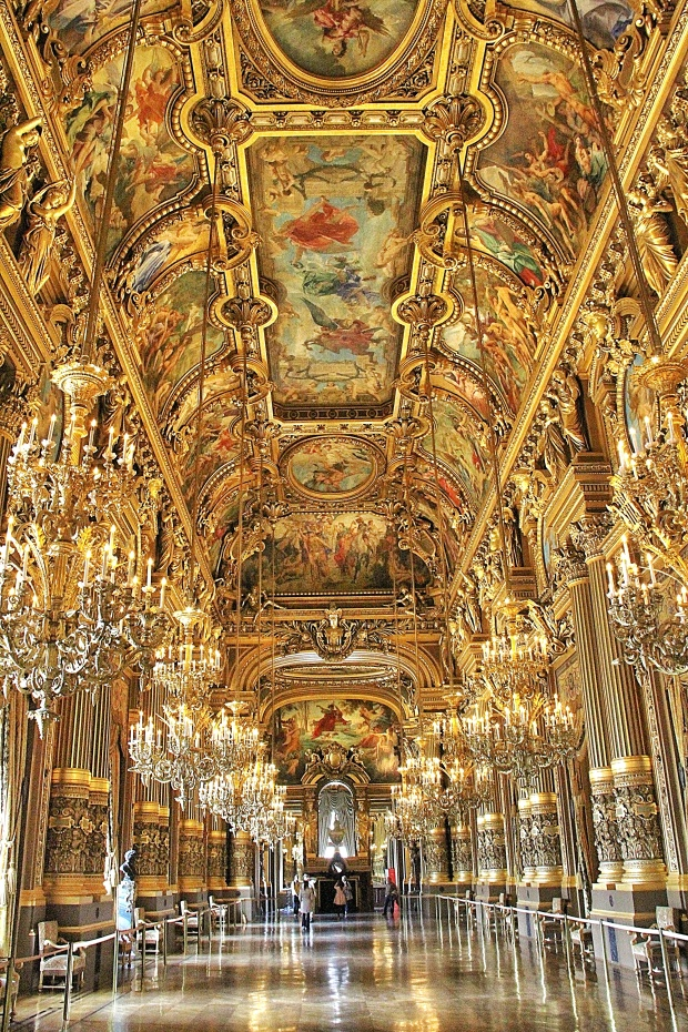 The Grand Foyer.  In Kongo's opinion this room exceeds the Hall of Mirrors at Versailles.  It is absolutely magnificent.